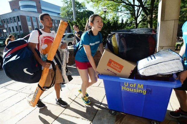Student_move-in_1